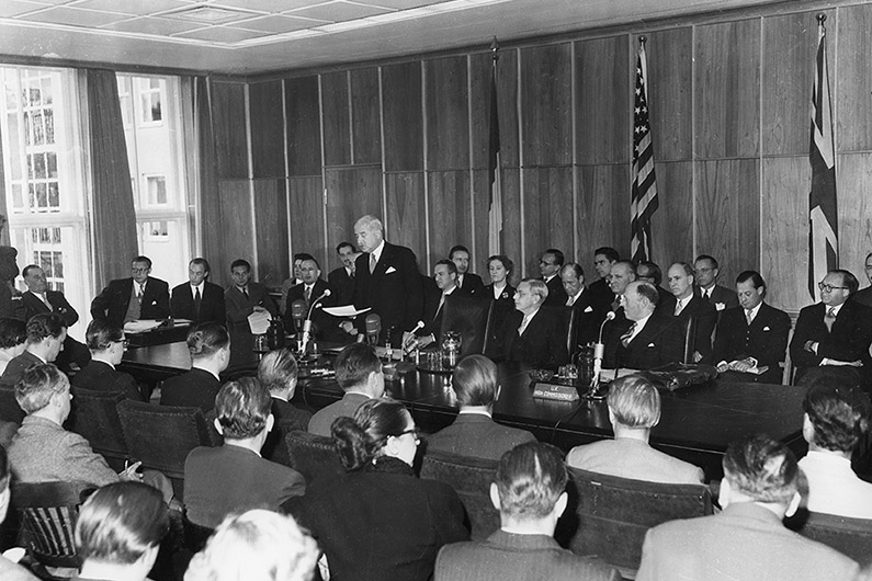 Black-and-white photography, view of the well-filled conference room of the former the US High Commissioner's headquarters