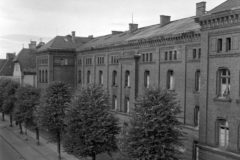 black and white historical photograph of Ermekeilkaserne in Bonn