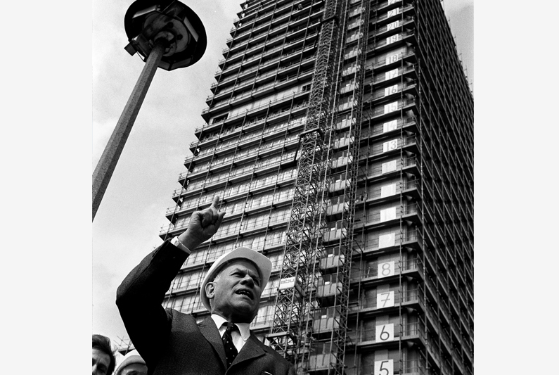 "Black and white photography, Eugen Gerstenmaier standing in front of the new ""Langer Eugen"" office tower."