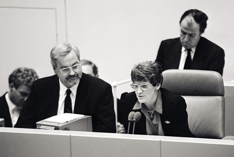President of the Bundestag Rita Süssmuth speaking into a microphone.